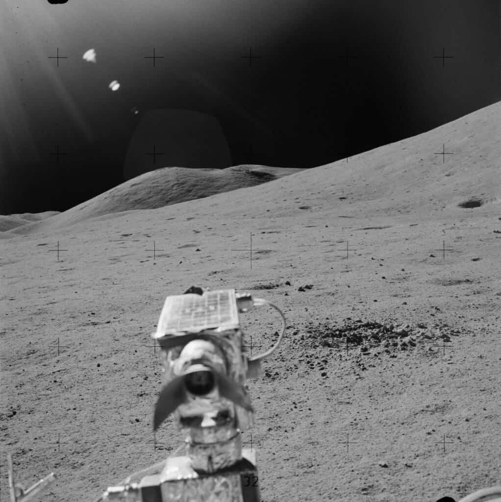 Фотокамера на Луне