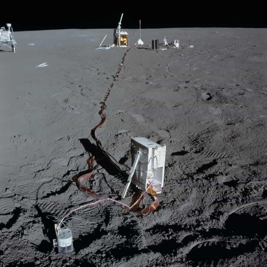 Нацчное оборудованиен на Луне