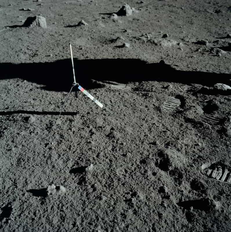 Научное оборудование на Луне