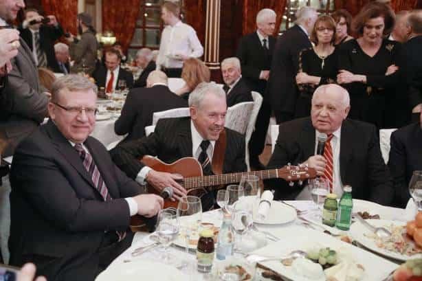 Горбачев в ресторане