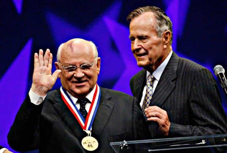 Михаил Горбачев и Джордж Буш